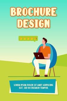 Mężczyzna oceniający w sklepie internetowym. laptop, komputer, gwiazda płaska wektorowa ilustracja