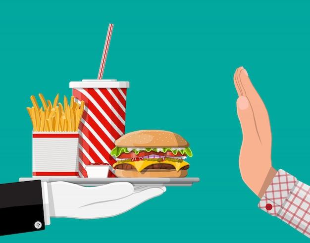 Mężczyzna odmawia podjęcia fast foodów ręką gestem