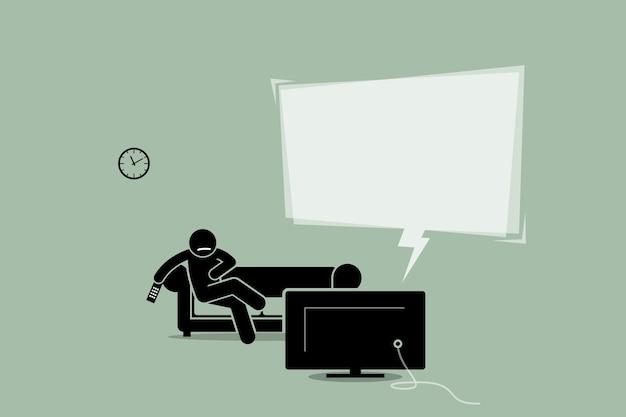 Mężczyzna ogląda telewizję i siedzi na sofie.