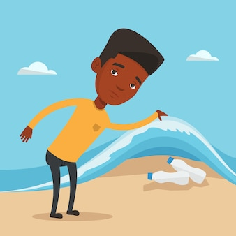 Mężczyzna pokazuje plastikowe butelki pod morze fala.