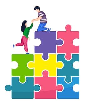 Mężczyzna pomaga kobiecie wspiąć się na piramidę puzzli
