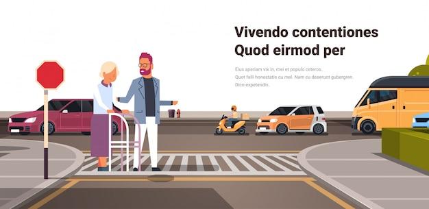 Mężczyzna pomoc starszy kobieta z skrzyżowania ulicy