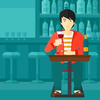 Mężczyzna siedzący przy barze