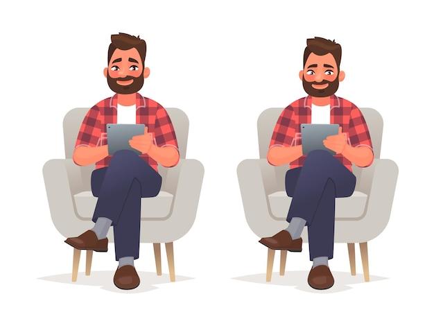 Mężczyzna siedzi na krześle i trzyma w rękach tablet. surfowanie po internecie i praca w aplikacji mobilnej. w stylu kreskówki