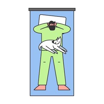 Mężczyzna śpi na wygodnym łóżku ręce na głowie