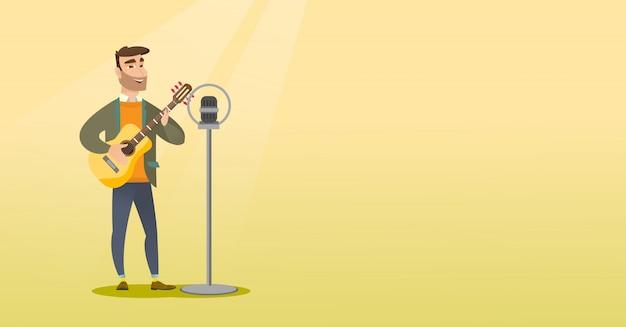 Mężczyzna śpiewa do mikrofonu.