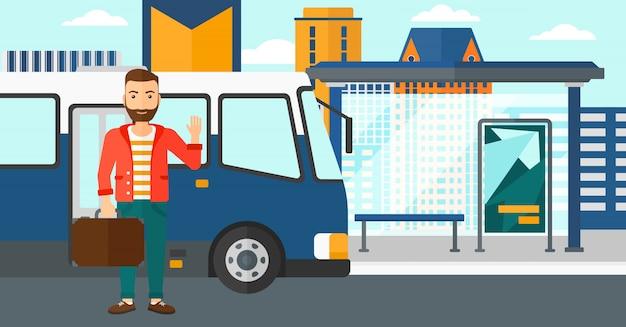 Mężczyzna stojący w pobliżu autobusu.