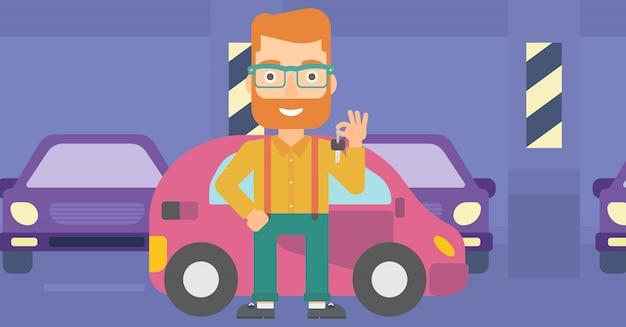 Mężczyzna trzyma klucze od nowego samochodu.