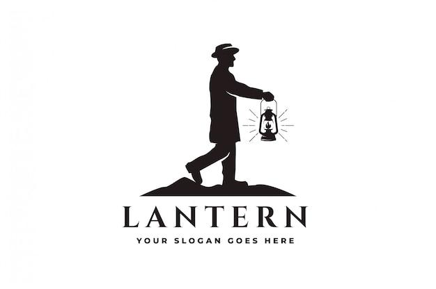 Mężczyzna trzyma latarnię, aby prowadzić, vintage logo