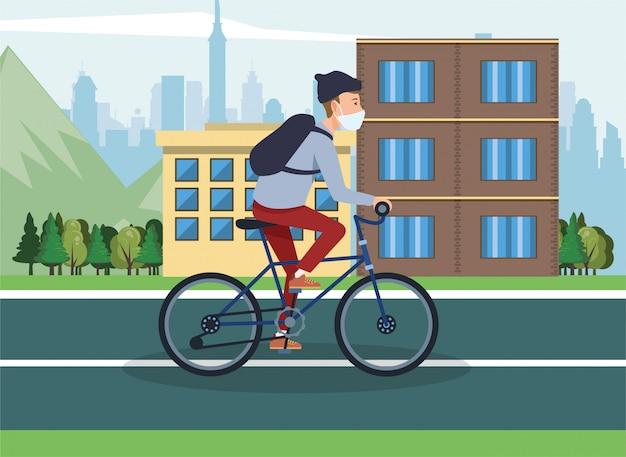 Mężczyzna używa twarzy maskę w bicyklu