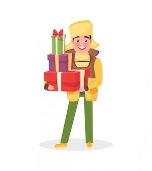 Mężczyzna w ciepłej sukience zimowej z prezentami świątecznymi
