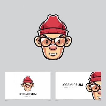 Mężczyzna w okularach i kapeluszu