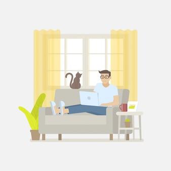 Mężczyzna w przypadkowej odzieży pracuje w domu z laptopem na kanapie w żywym pokoju