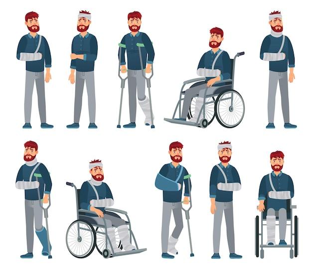 Mężczyzna z kontuzją. człowiek na wózku inwalidzkim ze złamaną ręką i nogą w gipsie. smutny męski charakter z różnymi obrażeniami wypadku wektor ilustracja kreskówka. nieszczęśliwy niepełnosprawny facet z bandażem i kulami.