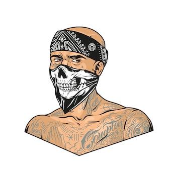 Mężczyzna z tatuażami chicano ubrany w chustę i przerażającą maskę w stylu vintage na białym tle ilustracji