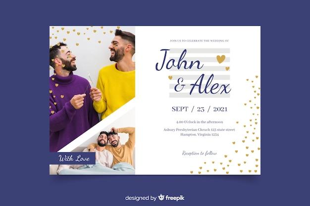 Mężczyźni świętują ślub ze zdjęciem z zaproszeniem