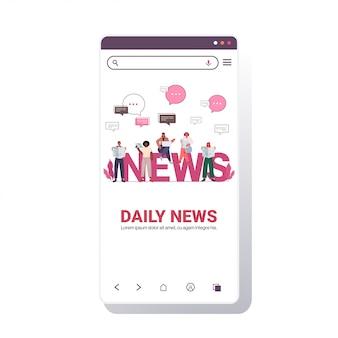 Mieszać ludzi rasy, czytających gazety i omawiających codzienne wiadomości, czat, bańka komunikacyjna, prasa, koncepcja mediów szablon ekranu smartfona