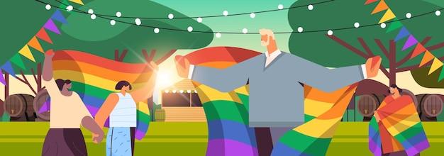 Mieszać rasę ludzie świętują lesbijki festiwal dumy gejowskiej transpłciowa miłość lgbt społeczność koncepcja krajobraz tło poziomy portret ilustracja wektorowa