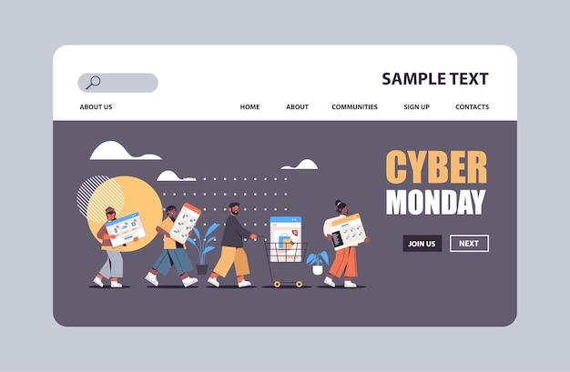 Mieszaj ludzi rasy biegających z urządzeniami cyfrowymi cyber poniedziałek duża promocja sprzedaży rabat koncepcja zakupów online kopia przestrzeń