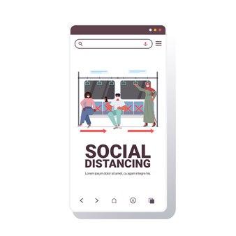 Mieszaj pasażerów wyścigu metra w maskach ochronnych, zachowując odległość, aby zapobiec koronawirusowi w transporcie publicznym, koncepcja dystansowania społecznego przestrzeń na ekran smartfona