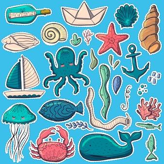 Mieszkańców morskich na niebieskim tle