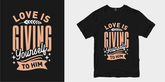 Miłość to oddanie mu siebie. inspirująca miłość i romantyczna typografia t-shirt z hasłem projektowym