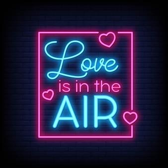 Miłość wisi w powietrzu za plakatem w neonowym stylu. nowoczesna inspiracja cytatem w stylu neonowym.