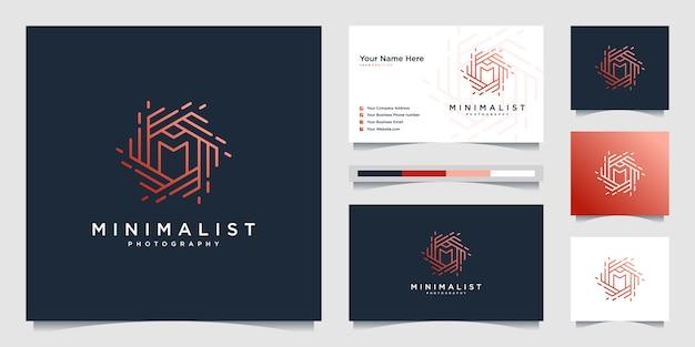 Minimalistyczna fotografia projektu logo z początkowym projektem w stylu m. line, obiektywem, ogniskiem i optyką.