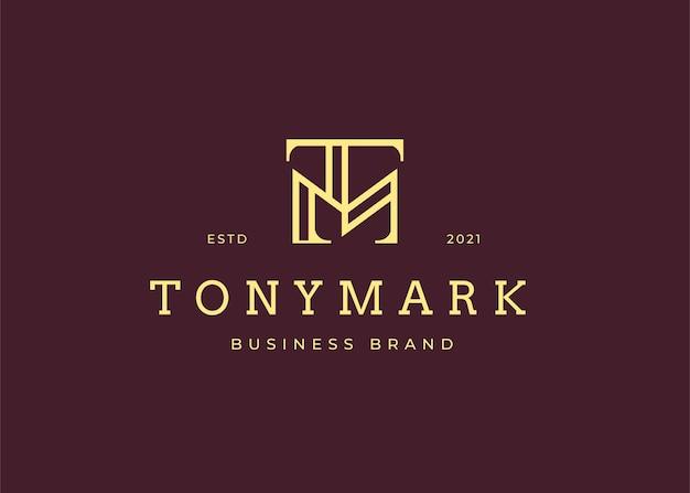 Minimalistyczny szablon projektu logo początkowej litery tm, styl vintage s