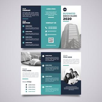 Minimalny potrójny szablon broszura z obrazem