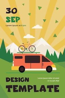 Minivan z rowerem na szczycie poruszający się w górach. pojazd, transport, wycieczka rowerowa płaski szablon ulotki