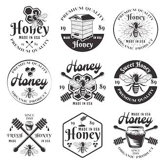 Miód i pszczelarstwo zestaw dziewięciu czarnych emblematów, etykiet, odznak i logo w stylu vintage na białym tle