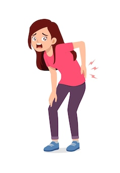 Młoda, dobrze wyglądająca kobieta odczuwa ból w dole pleców