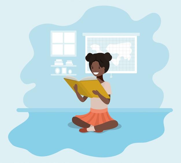 Młoda dziewczyna czarny uczeń siedzi czytanie książki