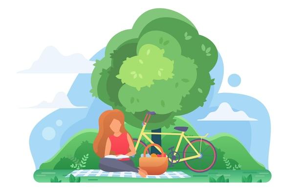 Młoda kobieta, czytanie książki pod drzewem, student studiuje na świeżym powietrzu w parku rozrywki