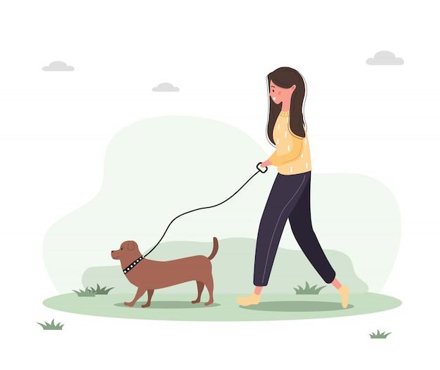 Młoda kobieta idzie z psem przez las. pojęcie szczęśliwa dziewczyna w żółtej sukni z jamnikiem lub pudlem. ilustracja w stylu płaski.