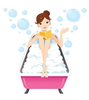Młoda kobieta, kąpiel w wannie z mydlanych mleka