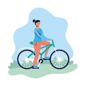 Młoda kobieta kobieta w rowerowym charakterze