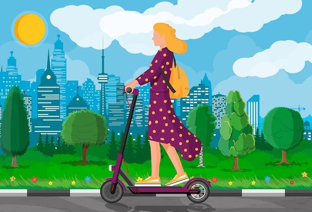 Młoda kobieta na hulajnodze. dziewczyna z plecakiem na skuterze elektrycznym. hipsterska postać korzysta z nowoczesnego transportu miejskiego. ekologiczny, wygodny transport miejski. ilustracja kreskówka płaski wektor
