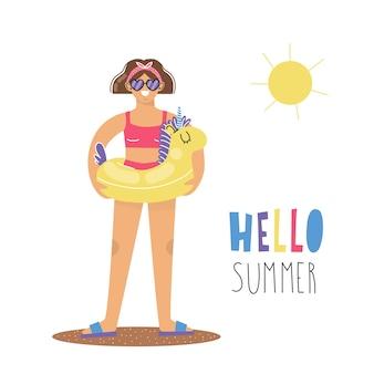 Młoda kobieta przebywa w bikini z pierścieniem pływackim jednorożca. napis witam lato. płaska ilustracja.
