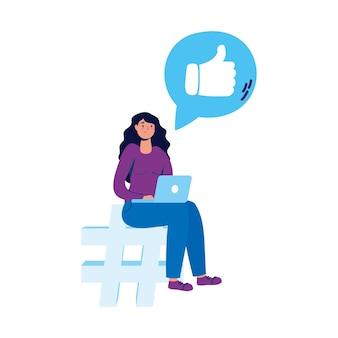 Młoda kobieta siedzi w liczebnik symbol za pomocą laptopa i mediów społecznościowych.