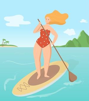 Młoda kobieta surfing na pokładzie sup na morzu lub oceanie w upalny letni dzień. aktywność wakacyjna na wodzie.