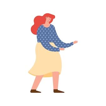 Młoda kobieta tańczy z okazji urodzin