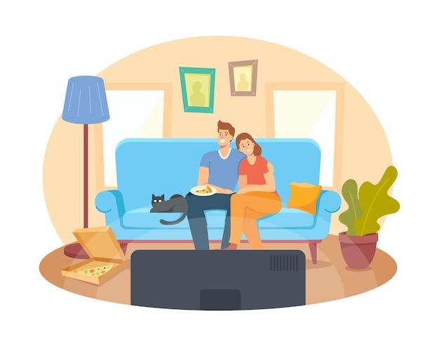 Młoda para ogląda telewizję w domu. postacie męskie i żeńskie siedząc na kanapie razem z pizzą i kotem w leniwy weekendowy wieczór. kino wypoczynek, dzień wolny czas wolny. ilustracja wektorowa kreskówka ludzie