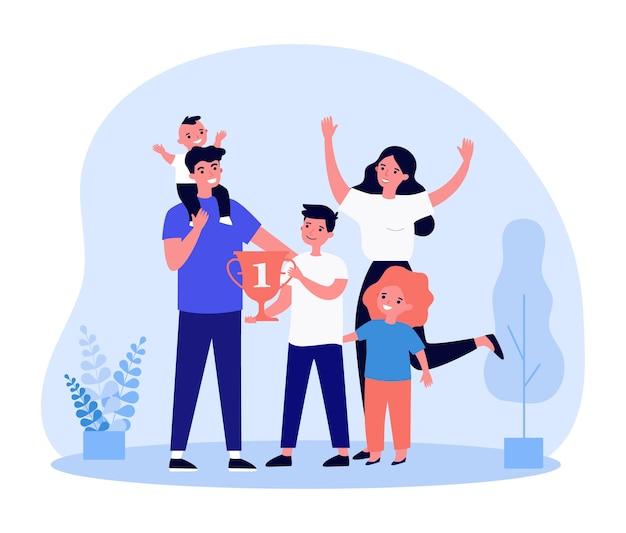 Młoda rodzina jest zadowolona z nagrody za osiągnięcia sportowe