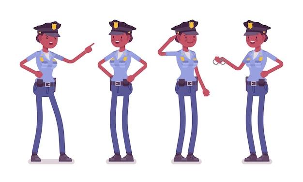 Młoda szczęśliwa policjantka