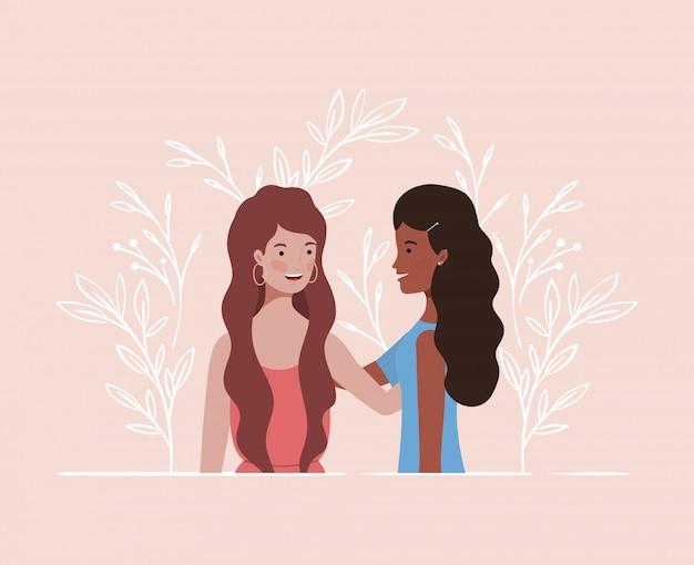 Młode i piękne międzyrasowe dziewczyny łączą postacie