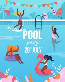 Młode kobiety ma zabawę w pływackiego basenu przyjęcia plakacie