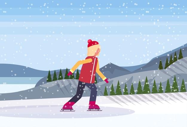 Młodej dziewczyny łyżwiarstwo w zamarzniętym jeziorze