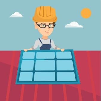 Młody caucasian konstruktor instaluje panel słoneczny